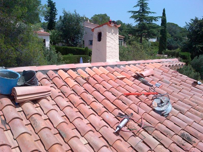 Couverture de toit plus cheminée